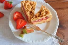 Rhabarber-Erdbeer-Streuselkuchen mit Vanillequark